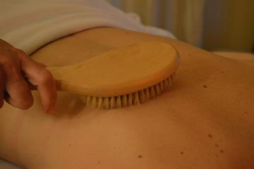blaizing_lotus_dry_skin_brushing